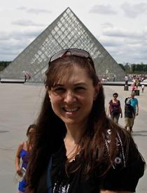 Wendy at Louvre thumbnail