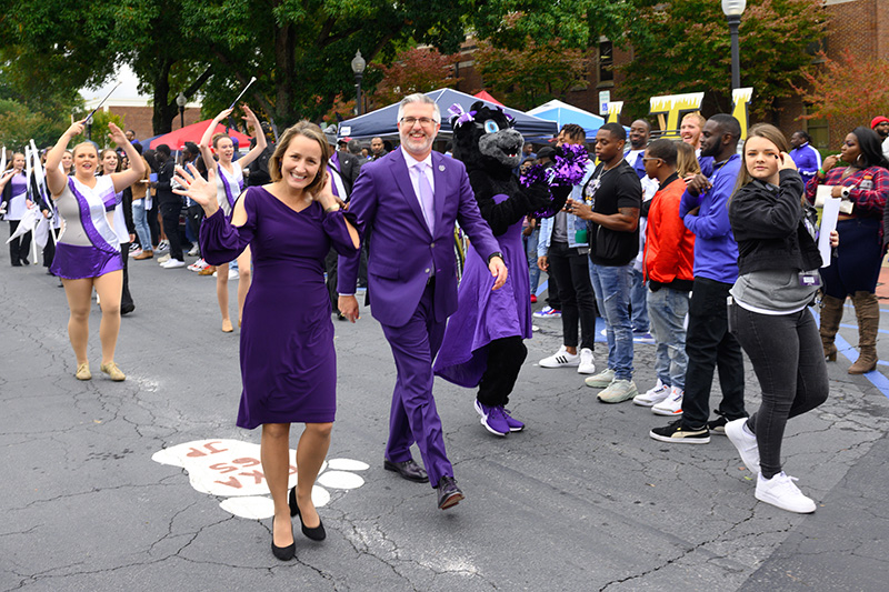 UCA First Lady Jenny and President Houston Davis greet the crowd during the Homecoming Parade.