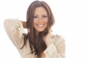 COUNTRY MUSIC STAR SARA EVANS TO PERFORM IN UCA'S REYNOLDS PERFORMANCE HALL