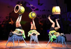 MOTHER AFRICA - Winston Ruddles Circus der Sinne - Food Juggling Director: Winston Ruddle, Choreographer: Cynthia Akanga, C-Producer: Hubert Schober Foto Andreas Hartmann, Luisenstrasse 13, 31141 Hildesheim - fotoaha@aol.com